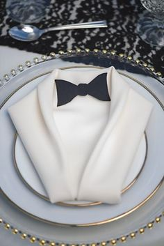 clever use of the napkin as tux #details #placesettings