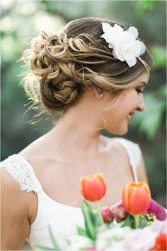 Colorful Spring Wedding Ideas // see more on lemagnifiqueblog.com