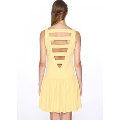 Vestido de tirantes y escote en U. Abotonado al frente. Espalda abierta en V y unida por cintas. Corte a la cadera y falda de vuelo. Tela en relieve texturizada. Color amarillo limón