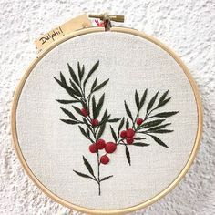 NEW Taxus Baccata Disponible sur etsy ✌ Etsy shop : delphilembroidery (lien dans ma bio) . . . . . . . . . #taxus #taxusbaccata #douceur #leaves #sweetness #feuilles #botanique #botanic #nature #plante #plant #greenlife #handembroidery #embroidery #embroideryart #broderie #broderiemain #handmade #faitmain #brodeuse #embroiderer #embroidered #bordado #madeinfrance #delphil #tatoueusedetissu #modernembroidery #contemporaryembroidery #embroideryinstaguild #embroiderylove
