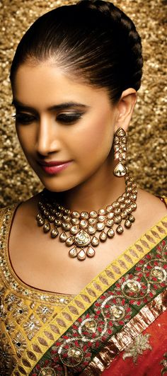 Indian Jewellery and Clothing: Wonderful bridal jewellery from Khurana Jewellers. Aline for Indian Weddings Indian Wedding Jewelry, Indian Bridal Wear, Indian Jewelry, Bridal Jewelry, Bridal Necklace, Indian Weddings, Kundan Set, Kundan Jewellery Set, Jewellery Designs