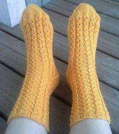 Retuperällään: Keväistä valepalmikkoa Knitting Socks, Hand Knitting, Knit Socks, Hand Knitted Sweaters, Marimekko, Crochet, Mittens, Knits, Hooks