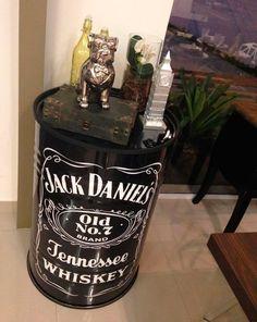 Decor: Tambores na decoração! - Você precisa decorVocê precisa decor Tattoo Shop Decor, Drum Seat, Jack Daniels No 7, Oldest Whiskey, Chill Room, Birthday Cakes For Men, Birthday Parties, Pirate Birthday, Open House