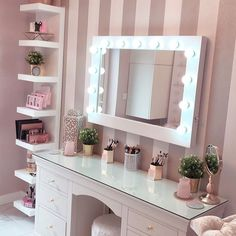 I've been spotting some fantastic DIY vanity mirror recently. Here are 17 ideas of DIY vanity mirror to beautify your room Bedroom Decor For Teen Girls, Girl Bedroom Designs, Room Ideas Bedroom, Girl Bedroom Walls, Girl Bedrooms, Dream Bedroom, Dressing Table Decor, Dressing Table Mirror, Dressing Tables