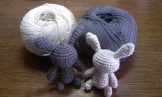 「Moon Rabbits」元はクマを作ろうと思っていたのですが、色的にウサギになりました((笑 大きさ的には耳まで入れて6cm程度なので、私は頭にストラップを付けて携帯に付けてます♪ 今回は、毛糸の素材をオーガニックコットンで作ったので、お子さんにも安心して持ってもらえると思います。また、サマー用の毛糸なので夏場でも気兼ねなく使えると思いますよ!!v 使用した毛糸 ハマナカ手芸手あみ糸 ポーム≪無垢綿≫クロッシェとオフホワイト[材料]オーガニックコットン/わた