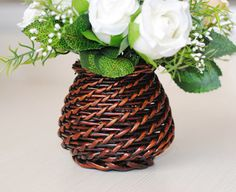 This RURALITY garden flower planter is made of wicker and processed with antique finish,The inner was sewed with plastic liner,which was water