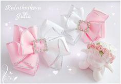 Elaborado en rosa y blanco- por Julia Kalashnikova