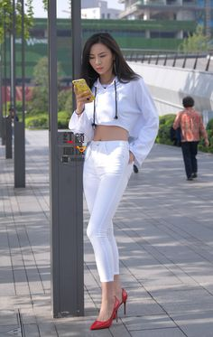 Girls Are Awesome, Beautiful Asian Women, White Pants, Red Shoes, Jeans Style, Bellisima, Asian Woman, Asian Beauty, Hot Girls