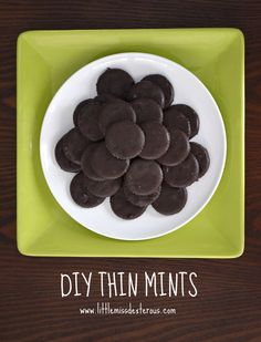 Making DIY Thin Mints might qualify as being the easiest thing you can made in the kitchen EVER! These have won a taste test with the real thing! Cookie Recipes, Dessert Recipes, Party Recipes, Top Recipes, Cooking With Essential Oils, Good Food, Yummy Food, Yummy Yummy, Fun Food