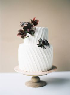 Contemporary & striking bridal shoot in a subtle colour palette Fall Wedding Cakes, Elegant Wedding Cakes, Wedding Cake Designs, Wedding Desserts, Lavender Cake, Spring Cake, Cake Photography, Wedding Cake Inspiration, Wedding Ideas