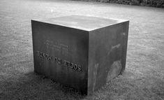 Socle du Monde - Sokkel van de Wereld -Piero Manzoni