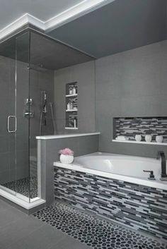 salle de bains grise, carrelage mural mosaique