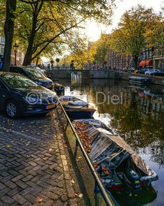 Autumnal light and shade at Kloveniersburgwal in Amsterdam. | by Robert Diel
