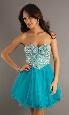 So pretty! I'm already starting to look for 8th Grade Graduating Dress, thank you Pinterest!