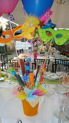 I love this idea Neon Party, Diy Party, Party Gifts, Party Favors, Decoration Vitrine, Masquerade Theme, Masquerade Ball, Carnival Themes, Kids Party Themes