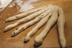 Allerheiligen-Striezel selber backen.  #Sechserzopf #Allerheiligen #Striezel #Backen #Tradition #Landlust Pies, All Saints Day, Baking, Rezepte, Bread