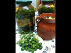 aceitunas en sosa con aliño - YouTube Pickles, Cucumber, Olives, Videos, Youtube, Kitchen, Pickling, Dressings, Easy Recipes