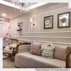 Quarto de princesa!  Atendendo o pedido da mamãe blogueira @thayrosado elaboramos o quarto da pequena Maria em estilo clássico. Com bousserier paginando  a parede e delimitamos os espaços das arandelas e dos quadros. O tom de rosa seco e prata envelhecido foi a escolha para os adornos e enxoval. Idealizado por nós do @acstudio.arquitetura Ad Pinterest/ arqdecoracao @arquiteturadecoracao @acstudio.arquitetura #arquiteturadecoracao #olioliteam #instagrambrasil #decor #arquitetura #adquartobebe