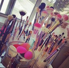 Você sabe –quase- tudo de maquiagem? Procura mil e um tutoriais de makes na internet pra arrasar na hora de sair? Cuidados antes da maquiagem