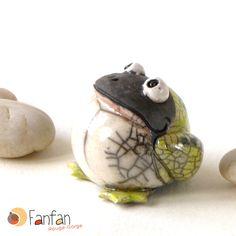 Green Frog made from Raku Ceramics Grenouille verte en céramique Raku Raku Pottery, Pottery Handbuilding, Pottery Sculpture, Ceramic Animals, Clay Animals, Ceramics Projects, Polymer Clay Projects, Sculptures Céramiques, Sculpture Art