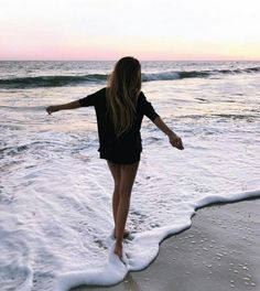 Your summer skincare shouldn't be the same as your cold-weather skincare. Cute Beach Pictures, Cute Poses For Pictures, Summer Pictures, Tumblr Beach Pictures, Lake Pictures, Beach Photography Poses, Beach Poses, Summer Photography, Photography Ideas