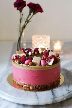 Vadelma-kinuskijuustokakku - Starbox Baking Recipes, Cake Recipes, Just Eat It, Crazy Cakes, Sweet Pastries, Food Decoration, Piece Of Cakes, Cute Cakes, Desert Recipes
