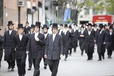 """Ultra-Orthodox Rabbis Ban Women from Going To College and Getting a """"Dangerous"""" Secular Education"""