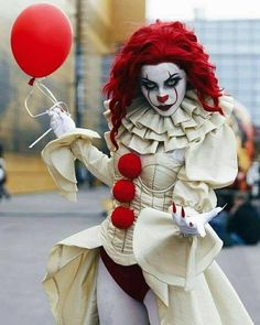 Looking for for inspiration for your Halloween make-up? Browse around this site for creepy Halloween makeup looks. Creepy Halloween Makeup, Creepy Halloween Costumes, Halloween Cosplay, Fall Halloween, Cosplay Costumes, Halloween Party, Halloween Decorations, Scary Clown Makeup, Female Clown Costume