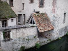 Nogent-le-Roi : Maison au bord de l'eau (rivière Roulebois)