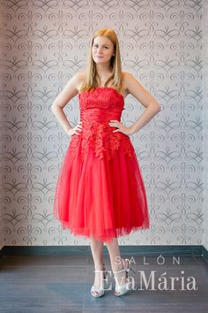 Červené šaty na ples športovcov, šaty na poľovnícky ples Strapless Dress Formal, Formal Dresses, Salons, Fashion, Tea Length Formal Dresses, Moda, Lounges, Formal Gowns, Living Rooms