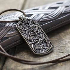 Vallheim Viking serpent pendant – Bronze Edition