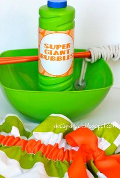 How to make a giant bubbles kit - perfect child's gift! Design Dazzle. You can use 1 cup clear corn syrup instead.