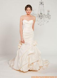 Liebste maßgeschneiderte Brautmode aus Taft mit Kappelle