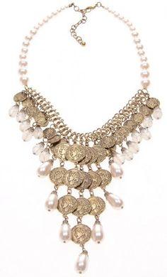Statement ketting white Pearls. Goudkleurige munten met witte parels.