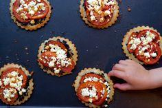 Une recette inratable de Tartelettes tapenade, tomates, fêta Thermomix sur Yummix • Le blog culinaire dédié au Thermomix !