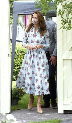 Looks Kate Middleton, Estilo Kate Middleton, Kate Middleton Prince William, Kate Middleton Photos, Kate Middleton Daily Mail, Gavin And Stacey, Best Summer Dresses, Seersucker Dress, Herzog