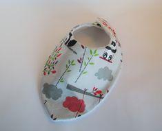 Bavoir bandana - thème panda 10,00 euros A retrouver sur ma boutique : https://lesbobinettes83.patternbyetsy.com