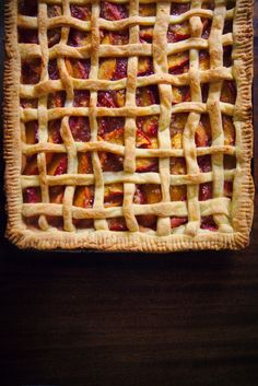 Classic Peach Slab Pie is perfect for late summer cookouts. How gorgeous is that! | La Peche Fraiche