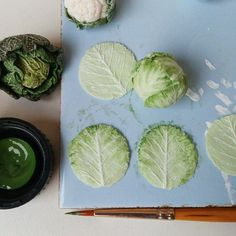 petitplat: I'm taking a real liking in sculpting leaves For today's I'm making As usual sculpted from Miniture Food, Miniture Things, Advent, Diy Doll Miniatures, All The Small Things, Tiny Food, Art Challenge, Clay Crafts, Something To Do