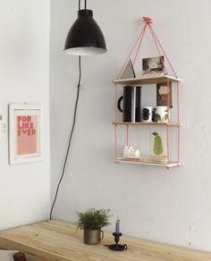 Hang je planken op met grove touwen Roomed | roomed.nl @Pien W. @Wouter Prins