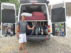 """camper van """"garage"""" pleins d'idées comme les organiseurs sur les portes etc ."""