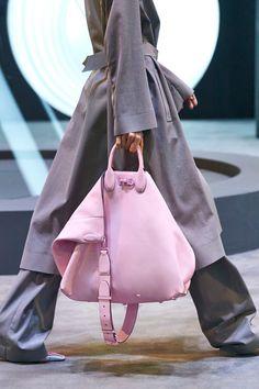 Summer Handbags, Best Handbags, Fashion Bags, Fashion Accessories, Fashion Trends, Milan Fashion, Salvatore Ferragamo, Outfits Otoño, Best Designer Bags