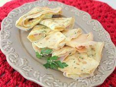 Que tal preparar um crepe de omelete para hoje? A receita fácil e rápida é uma boa pedida para um lanche proteico, já que não vai nada de carboidratos.