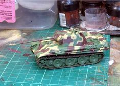 LAH Kampfgruppe – painting Factory 3 colour, Dot and Disc camouflage – Musings from the warp Model Tanks, Armored Vehicles, World War Two, Green And Brown, Album Covers, Dots, Painting, Colour, Ww2