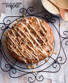 Prep your Slow-Cooker Apple Cake ingredients in only 20 minutes! The cream cheese drizzle is the perfect topping for this Slow-Cooker Apple Cake. Slow Cooker Apples, Crock Pot Slow Cooker, Crock Pot Cooking, What's Cooking, Crockpot Dishes, Crock Pot Desserts, Slow Cooker Desserts, Slow Cooker Recipes, Cook Desserts