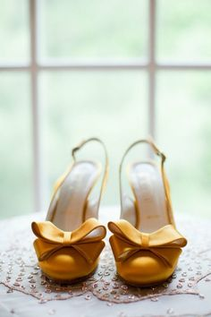 huge bow in  mustard shade. adorable and so fallish