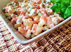 La ensalada rusa es un platillo típico de Guatemala, puede ser acompañado con pepián o carne guisada.