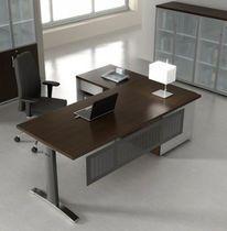 Ergonomic Master - Desk with underneath storage