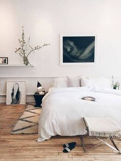 This is a Bedroom Interior Design Ideas. House is a private bedroom and is usually hidden from our guests. However, it is important to her, not only for comfort but also style. Home Bedroom, Bedroom Decor, Bedroom Ideas, Ideas Hogar, Minimalist Bedroom, Bedroom Styles, Beautiful Bedrooms, Modern Bedrooms, Small Bedrooms