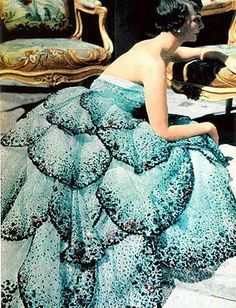 In my opinion onf of the most devastatingly crafted and beautiful gowns ever created during the marvelous mid-century.   Dior-riffic!  -riffic!
